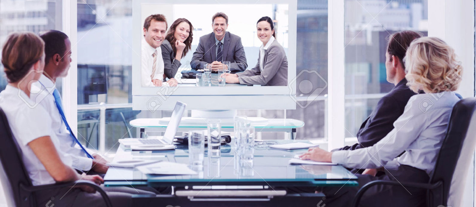 Group-of-business-people-looking-at-a-screen